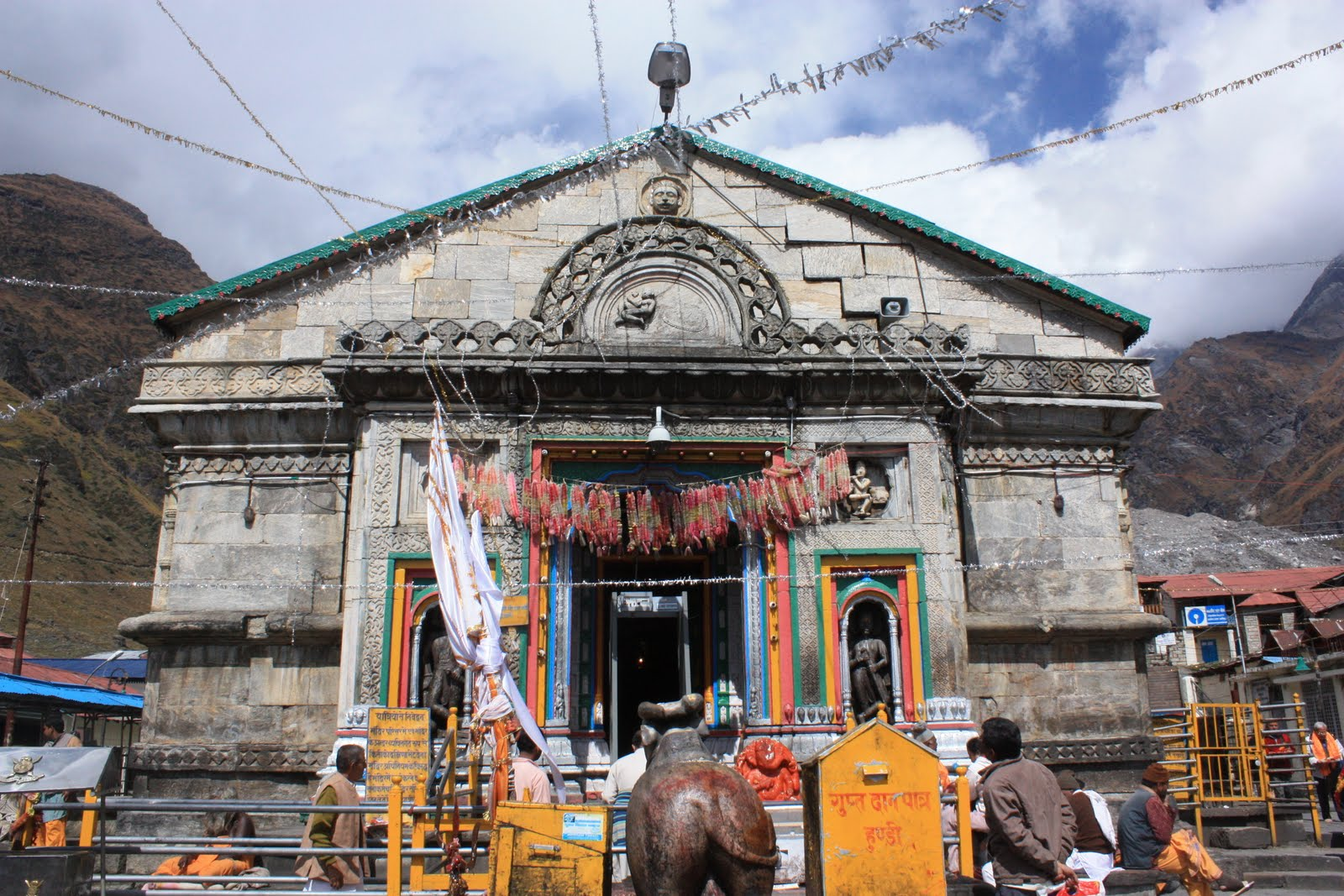 Shiv Mandir Live Darshan http://amritsartemples.in/2013/02/kedarnath-lord-shiva-temple-amazing-pictures-images-photos/kedarnath-uttarakhand-pictures-photos-images/