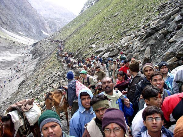 PILGRIMS GOING TO AMARNATH YATRA WALLPAPERS